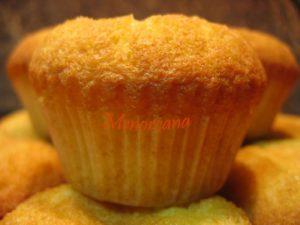Otra de Magdalenas, esta vez recomendadas por mi amiga Patt (Cocinando para Lola). Cuando leí la receta me sorprendieron mucho los ingredientes y como a mi me puede la curiosidad… no esperé a que mi hija (la catadora oficial de magdalenas) estuviera en casa. En el blog de Patt están hechas con gelatina de limón, […]