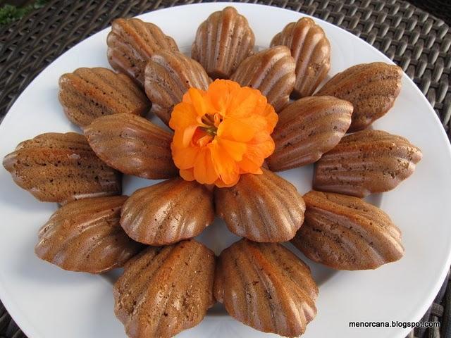 Magdalenas de chocolate y almendra