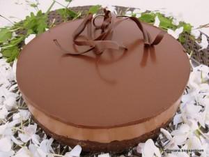 La tarta Sacher, es una tarta de chocolate típica de Austria. Consiste en dos planchas gruesas de bizcocho de chocolate separadas por una fina capa de mermelada de albaricoque y recubiertas con un glaseado de chocolate negro por encima y los lados. El chocolate que cubre el bizcocho permite que se conserve períodos largos. Por […]