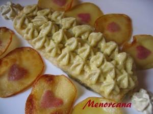 Esta receta es muy común en la gastronomía española… se me ocurrió añadirle los pistachos para cambiar el sabor del all i oli y la verdad es que fue un acierto!!!