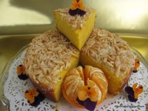 Este es un bizcocho muy sencillo de hacer, para principiantes diría yo, tiene una miga muy esponjosa y húmeda y un delicado sabor a mandarina que lo hace irresistible. Las mandarinas han de ser de piel fina para que no quede sabor amargo en el bizcocho.