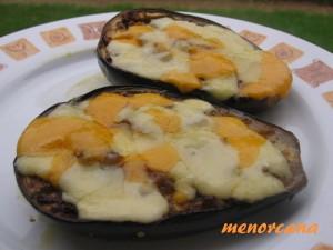 Esta es otra manera de hacer las berenjenas, en el recetario de Alicia, he visto la forma tradicional de hacerlas, yo les añado queso. A este paso se convertiran en plato único…