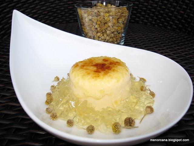 Helado de queso con gelatina de camomila