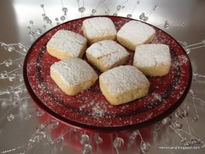 Cuando nos juntamos en casa de mis padres en Navidad, los primeros mantecados que desaparecen de la bandeja son los de coco… y es que somos much@s a los que nos gusta, así que este año he hecho todos los mantecados de coco… La receta es de Samira y la he cojido del blog de […]