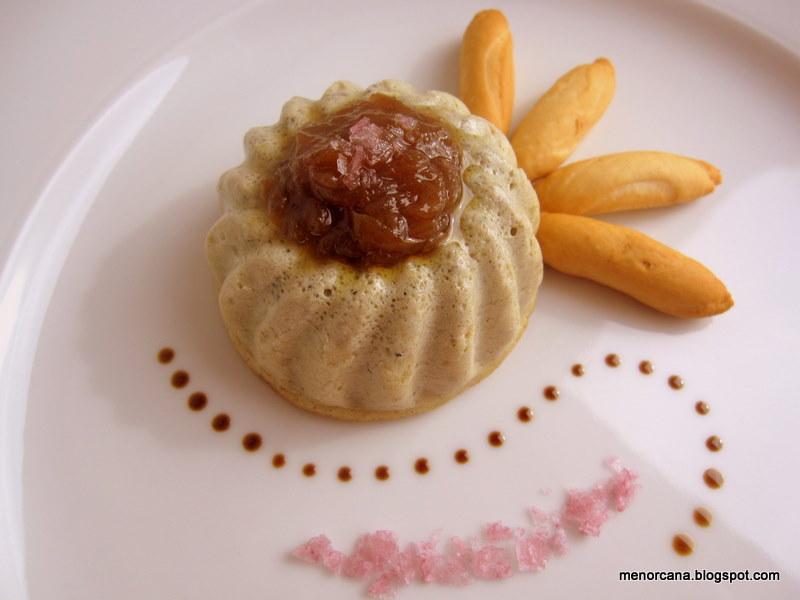 Mousse de foie con cebolla confitada y sal de vino