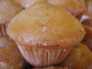 Sigo insistiendo con las magdalenas… esta vez en el blog Bocadosdecielo encontré esta receta y el nombre, Donuts-Muffins, me llamó mucho la atención… yo soy una forofa de los Donuts!!! La verdad es que a mi, el sabor no me ha recordado a los Donuts, tal vez la glasa que llevan encima si, de todas […]