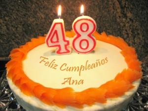 Este es el primer cumpleaños que celebro en mi blog… y se que seréis muchas las que me felicitareis… MUCHISIMAS GRACIAS a todas las que me lo dejáis por escrito y a todas las que me visitáis… !!!ME ENCANTA CUMPLIR AÑOS!!! Desde que vi este bizcocho en La cocina de Auro, tenia ganas de hacerlo… […]