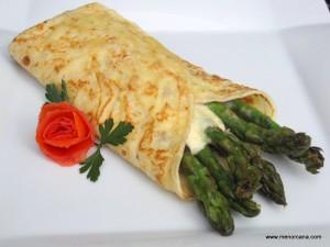 La crepe es una receta originaria de la región de Bretaña en Francia, se trata de una especie de tortita muy fina, elaborada generalmente con harina, leche, huevos y mantequilla y que permite multitud de rellenos, tanto dulces como salados.