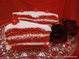 Hace más de un año que descubrí esta tarta y quería hacerla para alguien muy especial. Antes del verano y en un viaje que hice a Palma compré el colorante y fue el domingo 24 cuando cumplí mi sueño: hacer la tarta de Terciopelo Rojo para alguien muy especial: mi hermanita Lourdes.