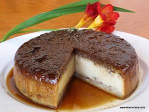 """Esta receta es una de esas a las que llaman """"mágicas"""" porque se mezclan todos los ingredientes juntos y durante la cocción se separan formando capas… la galleta de los filipinos queda abajo, el suave flan en el centro y el chocolate arriba. El resultado es un postre delicioso… Muy recomendable!!!"""