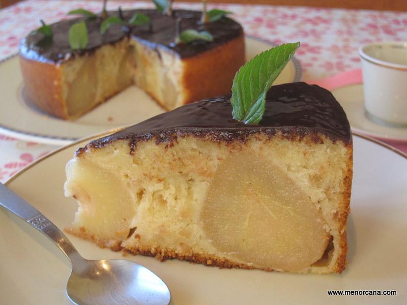 Bizcocho con almendras y peras al vino ana en la cocina for Bizcocho de yogur y almendra