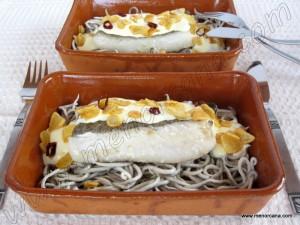 """El """"pil-pil"""" es un plato tradicional de la cocina vasca elaborado con cuatro ingredientes básicos: bacalao, aceite de oliva, ajo y guindillas. Se suele emplear por regla general en su elaboración una cazuela de barro (sobre la que posteriormente se sirve a los comensales) y se sirve caliente. El nombre de """"pil-pil"""", viene del sonido […]"""