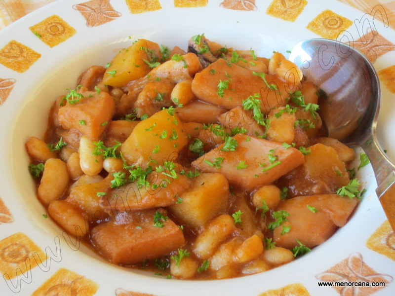 Alubias con sepia y patatas