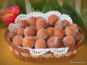 Los buñuelos son un dulce típico en muchas comunidades autónomas y, sobre todo, durante sus fiestas regionales. Cada territorio incorpora sus propios ingredientes y su propia tradición. En Cataluña, se consumen sobre todo durante la Cuaresma. Los más famosos son los de viento, los de crema y los del Ampurdàn. En las islas Baleares, hay […]