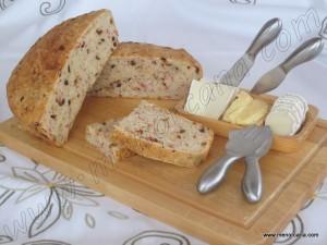 A pesar de que los ingredientes básicos para hacer pan son el agua y la harina, existe una cantidad inmensa de sabores y variantes en los procesos para su elaboración dentro de la gastronomía mundial. Hoy en día, con la ayuda de máquinas para el amasado, hacer pan en casa no es nada complicado y […]