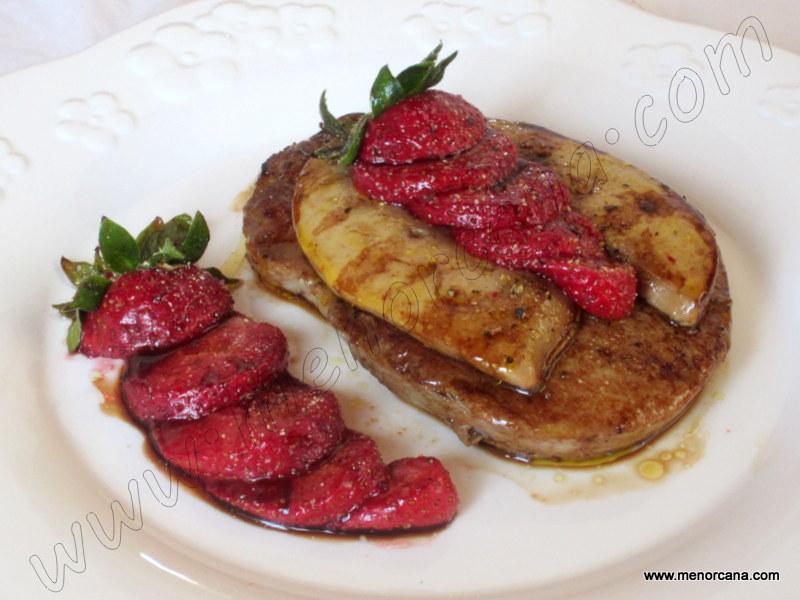 Solomillo de ternera con foie y fresas a la plancha