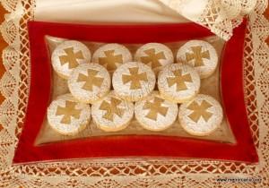 Los orígenes de las fiestas de Sant Joan de Ciutadella se remontan a siglos atrás. Según apuntan los historiadores, la celebración nace en torno a la ermita de Sant Joan d'Artrutx hoy conocida como Sant Joan de Missa. Todos los personajes que participan directamente en la fiesta van rigurosamente vestidos de etiqueta, y los más […]