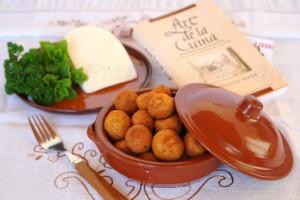 """""""Art de la Cuina"""" de Fra Francesc Roger es el libro mas antiguo que se conoce de la gastronomía menorquina, data de mediados del siglo XVIII. En el libro se recogen los conocimientos culinarios populares de una sociedad que, por su condición de isla, se ve obligada a usar los recursos vegetales y animales que […]"""