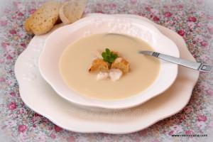 """Aunque yo no soy muy amante de la """"cuchara"""", tengo que reconocer que este es mi caldo favorito, me encanta la textura cremosa y el saborcito tan delicado que tiene esta sopa. Es ideal para calentar y nutrir el cuerpo de toda la familia en los fríos días de invierno…"""