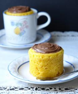 """Hace unas semanas que por la red se ha impuesto una nueva moda repostera, el """"mug cake"""" o """"bizcocho en taza"""" y como yo lo llamo """"quitaansias"""". No es nada nuevo, ya que parece ser que es el antecesor del """"cupcake"""" o """"magdalena decorada"""". A finales del siglo XVIII cuando no existían las capsulas de […]"""