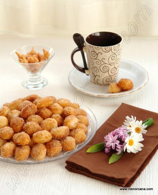 Buñuelos de hojaldre con crema pastelera