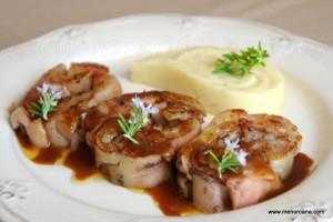 Las manitas de cerdo cocinadas de distintas maneras son un plato tradicional de la gastronomía española. Tienen un alto contenido en vitamina B1 o tiamina y no son tan grasas como siempre se ha creído. Un manjar para los que disfrutamos con su textura tierna y gelatinosa.