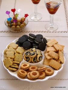"""Últimamente está de moda el """"trampantojo"""", una técnica culinaria creativa que se utiliza para sorprender a los comensales haciendo que algo parezca, pero no sea. Hoy os propongo servir a vuestros invitados una bandeja de galletascomo aperitivo, imitando a las típicas galletas dulces pero sin una pizca de azúcar… una forma divertida de comenzar una […]"""