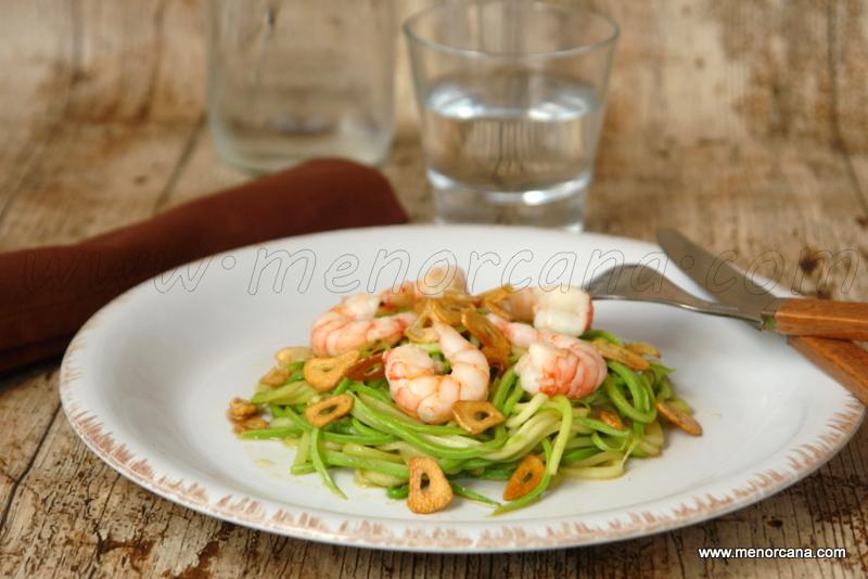 Espaguetti de calabacin con gambas y ajos (sin gluten)
