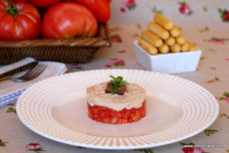 Tartar de tomate con crema de atún