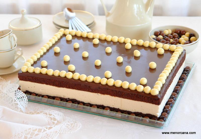 Pastel de chocolate y almendras con mousse de turrón