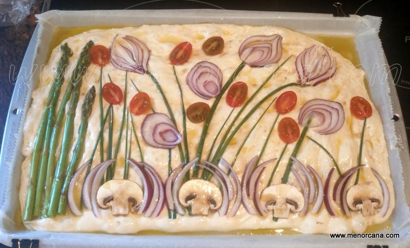 focaccia decorada con flores